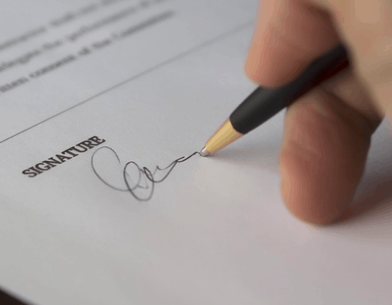 Signing the contract on a personal loan