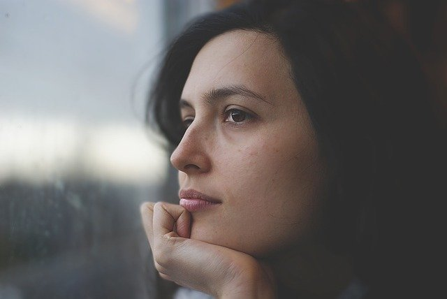 A woman thinking of ways to earn 1000 dollars this month.